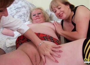 Amature mature threesome