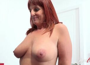 Hot milfy mom