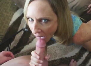 Mom swallow blowjob